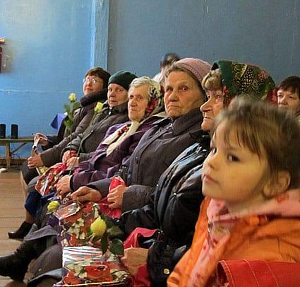 Старожилы заонежских сел и деревень многое помнят и с удовольствием делятся с ребятами своими воспоминаниями