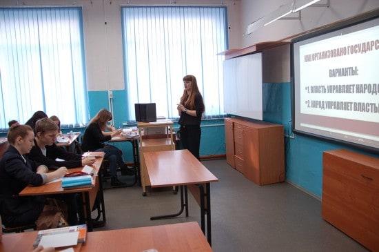 Анастасия Дмитриевна Ковальчук, учитель школы № 36 провела урок обществознания