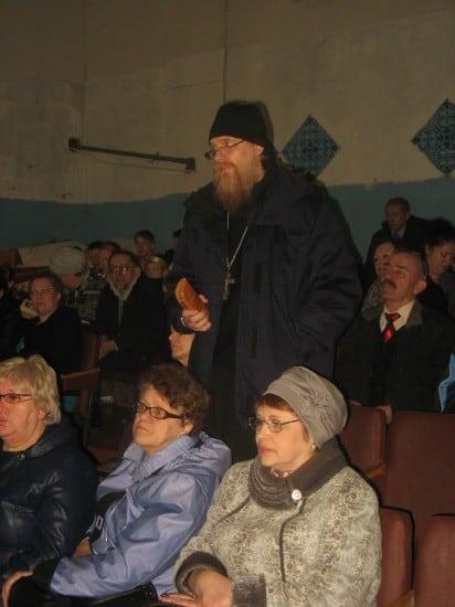 В зале - о. Владимир, настоятель  храма во имя преподобного Алексия, человека Божия с. Великая Губа (Владимир Шурупов).