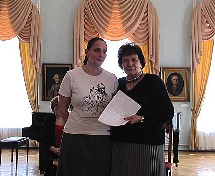 Два директора – директор Музея изобразительных искусств Наталья Вавилова и директор Городского выставочного зала Мария Юфа, дочь художника