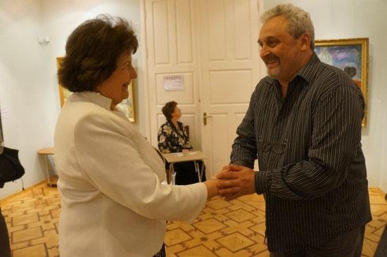 Юрий Александров оказался знатоком и ценителем русской иконы. Директор Наталья Вавилова лично встречала многих гостей