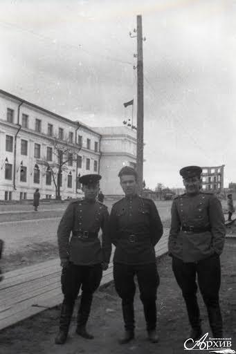 Военнослужащие на проспекте Ленина в день празднования Победы в Великой Отечественной войне. Петрозаводск, 9 мая 1945 года