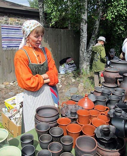 Постоянные участники Петровской ярмарки – гончары из Олонца