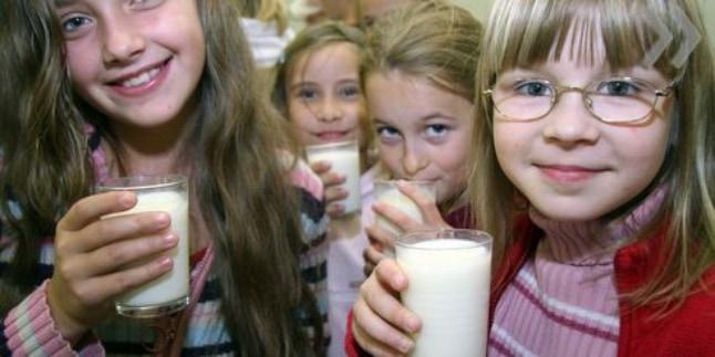 Регулярное употребление молока улучшило здоровье школьников