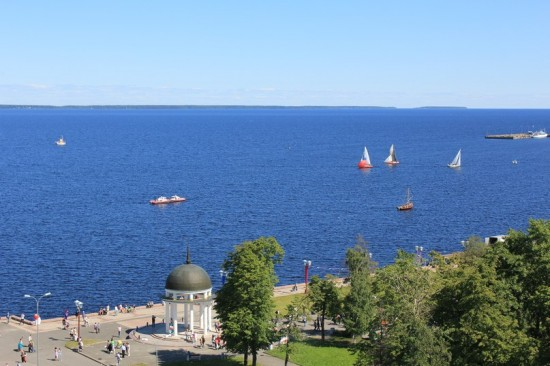 Петрозаводск, набережная Онежского озера. Фото Михаила Мешкова
