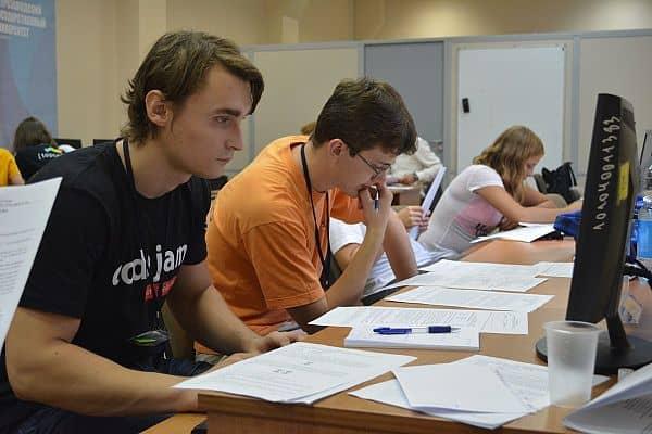 В ПетрГУ начались международные студенческие сборы по спортивному программированию