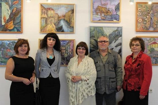 Студийцы со своим руководителем Раисой Малашенковой