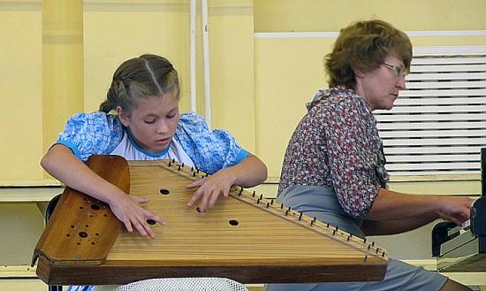 Юная кантелистка из Олонецкой музыкальной школы Карина Чернякова стала дипломантом фестиваля