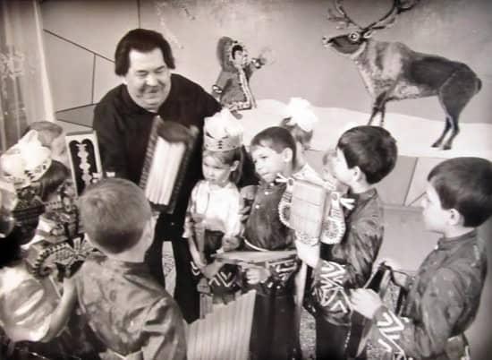 Народный мастер из Коми  В. Павлова, изготовленные им уникальные народные инструментов были представлены на выставке в Центре национальных культур и народного творчества