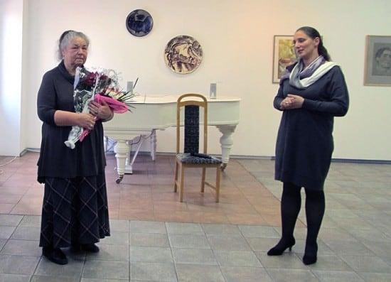 Татьяна Чистякова (слева) и директор Городского выставочного зала  Мария Юфа