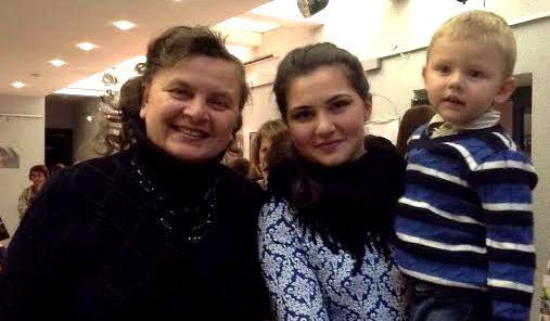 Светлана Артемьева в антракте  с  Валерией Ошаевой и ее братом