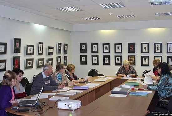 Экспозиция в зале коллегий Министерства культуры Карелии