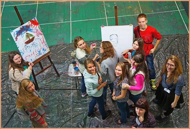 Школьников и студентов приглашают в волонтёрскую группу «Галёрка»