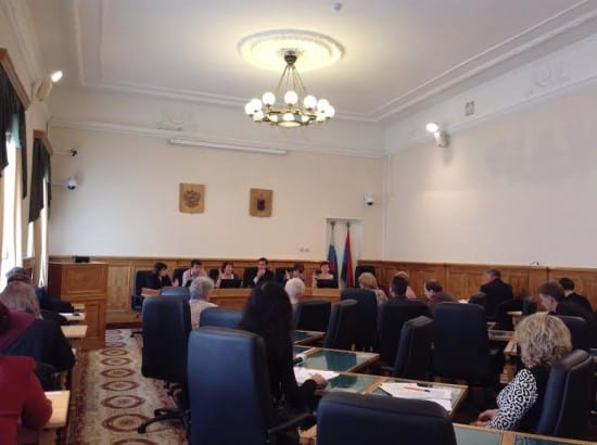 Члены комитета голосуют за кандидатуру Елены Яхонтовой