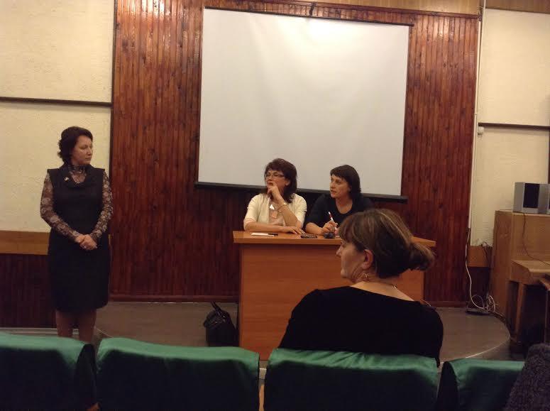 Галина Ширшина (за столом справа) представлять Светлану чечиль (слева) пришла с Риммой Ермоленко и Еленой Герасимовой