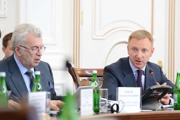 Член Общественного совета Евгений Ямбург (слева) и министр образования и науки РФ Дмитрий Ливанов
