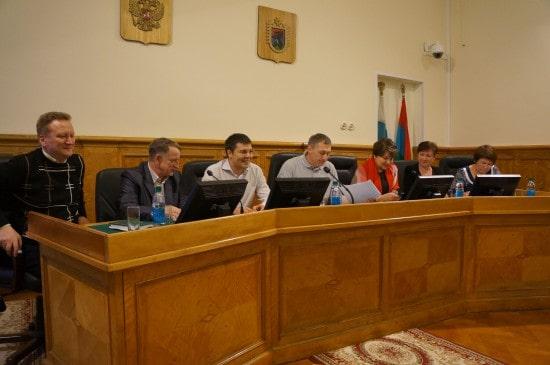 Члены Комитета по госустройству, вопросам местного самоуправления и национальной политики