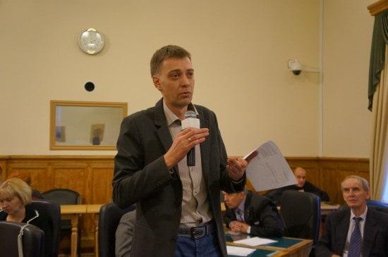 Андрей Рогалевич задает Оксане Старшовой вопрос о правозащитном опыте