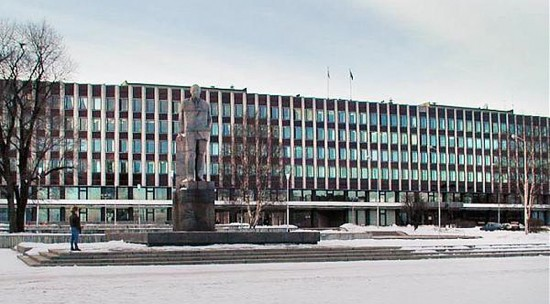 Здание мэрии, завершившее центральный проспект города