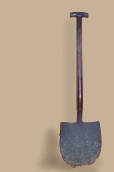 Экспонаты музея сельского быта: лопата рудокопа XVIII века