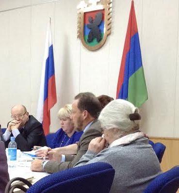 Александр Шолохов выступает на круглом столе в Петрозаводске