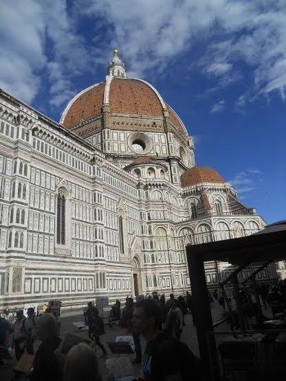Флоренция. Знаменитый купол Брунеллески на фоне синего неба