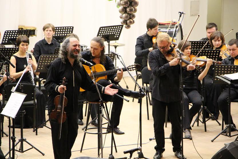 """Трио """"Лойко"""" и симфонический оркестр Карельской филармонии. Фото Евгении Легкой"""