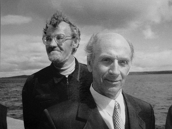 Писатели Олег Тихонов (на переднем плане) и Анатолий Суржко. Фото Ирины Ларионовой