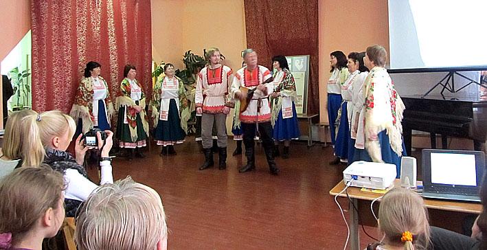 Вепсский народный хор показывает «Вепсскую бесёду»