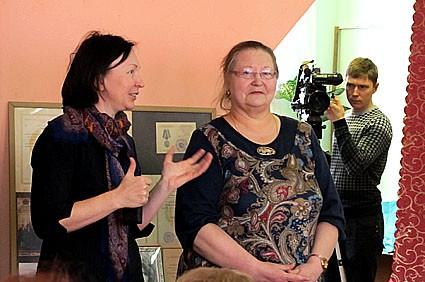 Замминистра РК по вопросам национальной политики, связям с общественными, религиозными объединениями и СМИ Елизавета Харитонова (слева) и этномузыковед Ирина Семакова