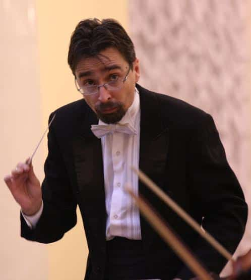 Главный дирижер Санкт-Петербургского театра музыкальной комедии, заслуженным артистом России Андрей Алексеев