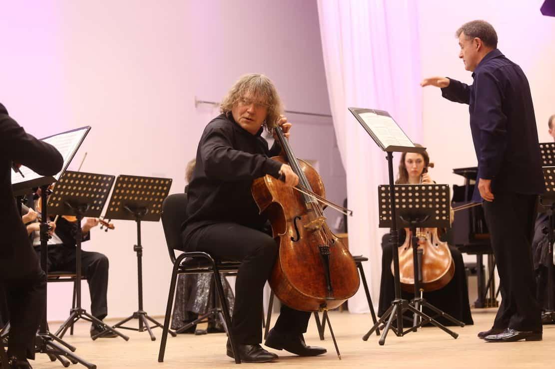 Виолончелист Александр Князев выступил в Карельской филармонии