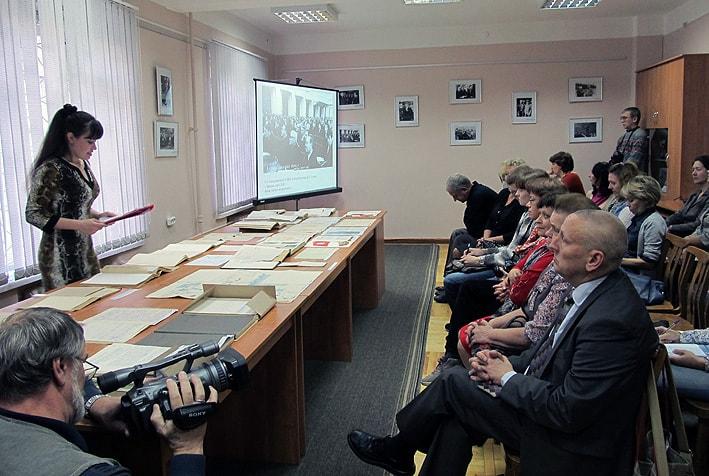 На выставке в Национальном архиве Карелии, посвященной юбилею писателя Д. Гусарова