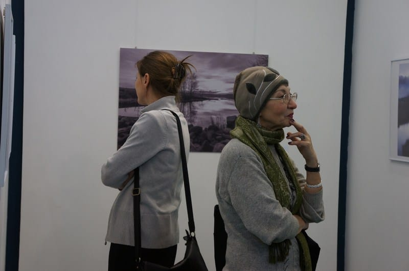 В медиа-центре «Vыход» открылась выставка фотографий Арсения Морозова