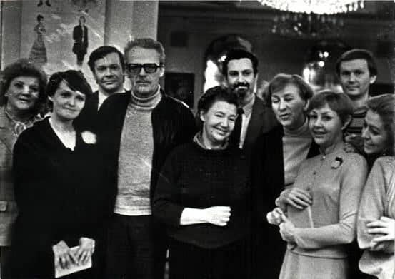 Участники спектакля с Борисом Васильевым