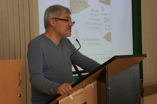 Евгений Водолазкин читает лекцию в ПетрГУ. 31 октября 2014 года. Фото Ирины Ларионовой