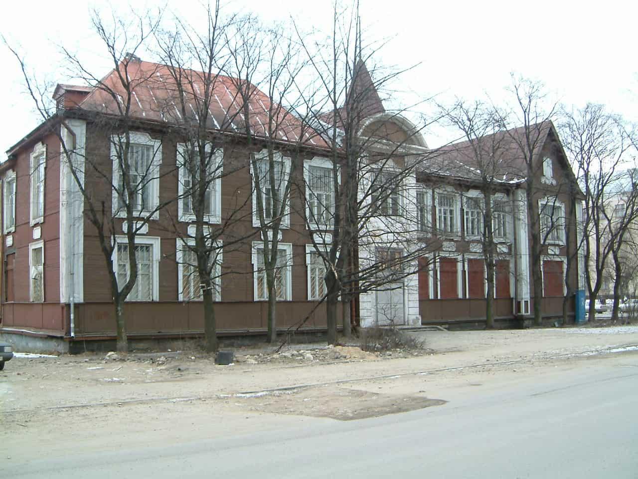 Градозащитники Петрозаводска пытаются сохранить историческое здание детской поликлиники в Петрозаводске