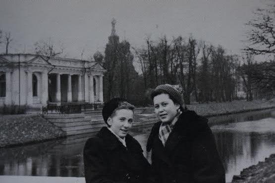 Эльвира Лукашова и Людмила Баранова. Фото из личного архива