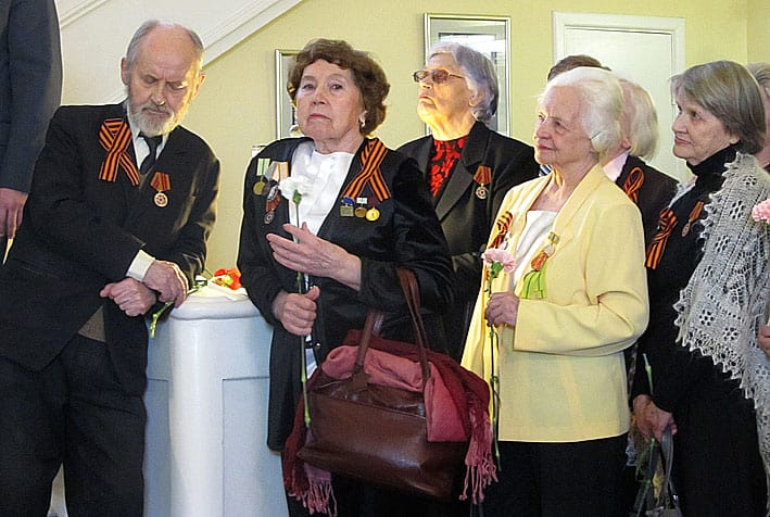 Ветераны – гости вернисажа