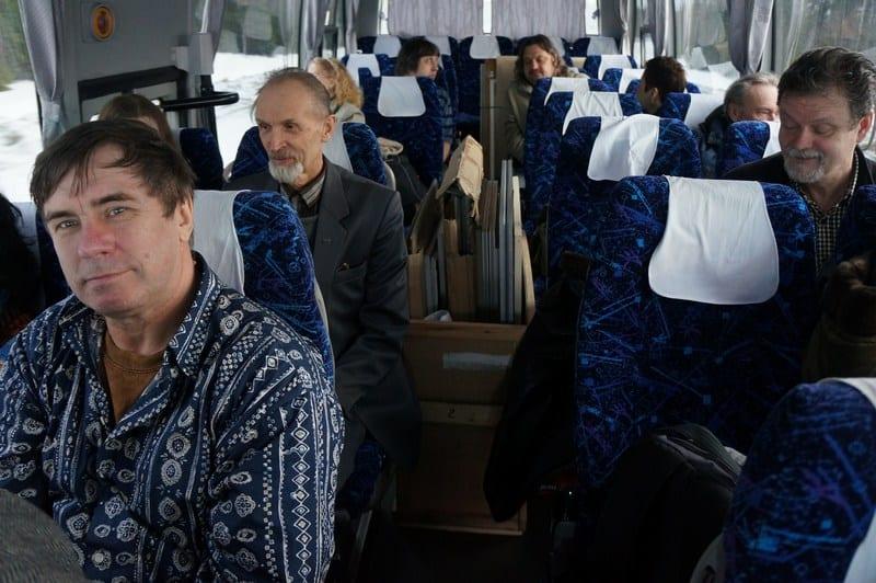 Автобус отправился в Олонец ранним утром