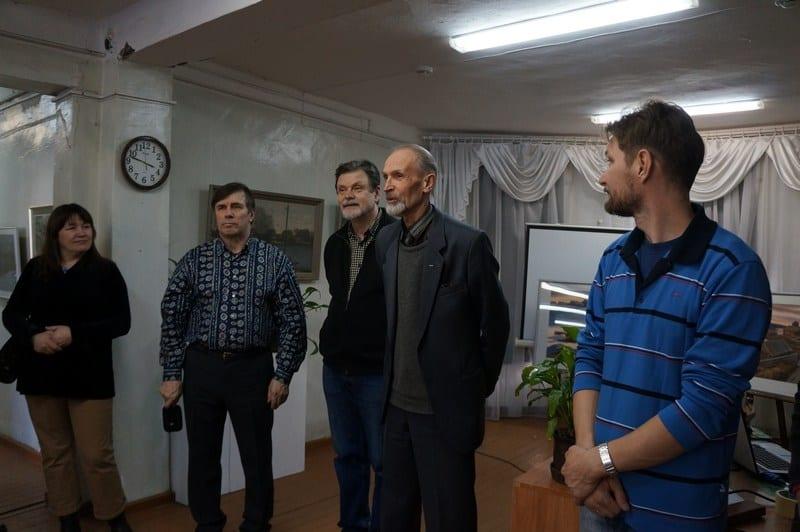 Выставку открыл председатель Союза художников Карелии Владимир Баландин (второй слева)