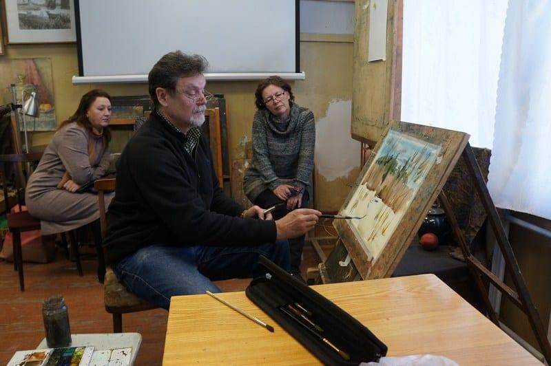 На мастер-класс по акварели к Владимиру Лобанову собралось немало желающих