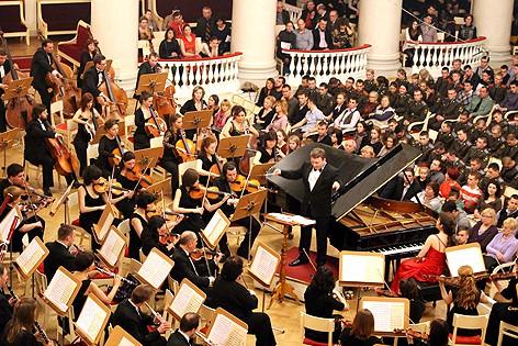 Симфонический оркестр Карельской государственной филармонии на сцене Санкт-Петербургской академической филармонии имени Д.Д. Шостаковича