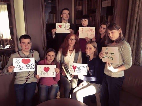 """Участники флешмоба в поддержку """"Детгиза"""""""