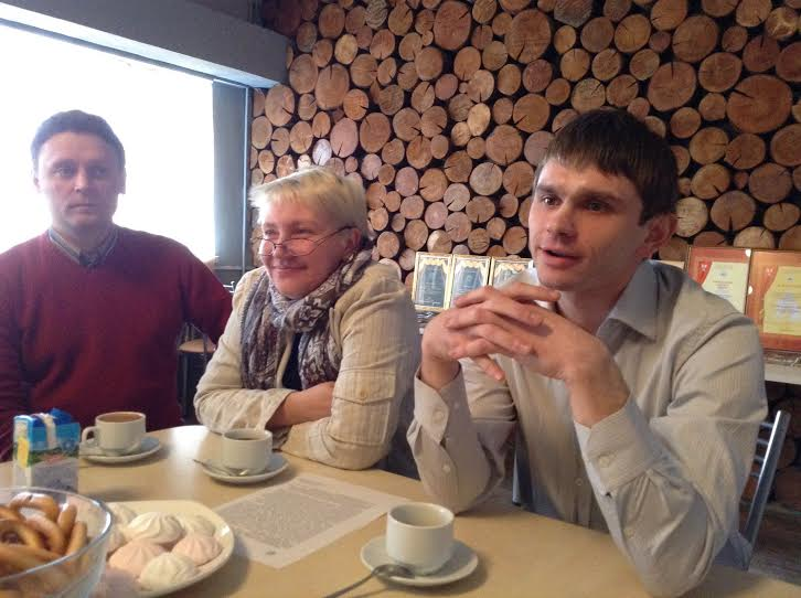 На пресс-чаепитии в Доме актера Снежана Савельева, Владимир Весский (справа) и Александр Картушин