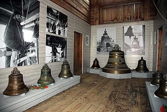 Колокольня Кижского погоста.  Выставка «Традиционные колокола Русского Севера»