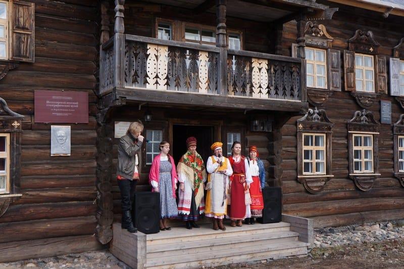Гостей радушно встречают сотрудники Шелтозерского вепсского этнографического  музея