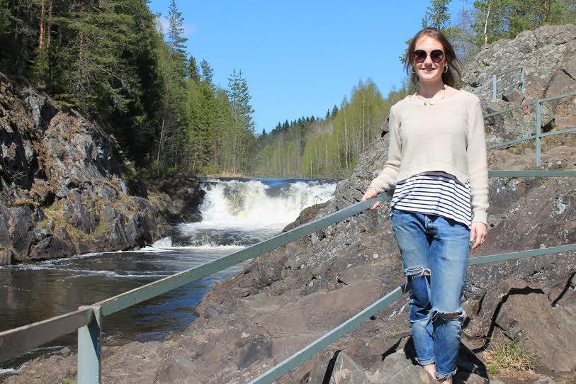 Наоми Литвак на водопаде Кивач, Карелия