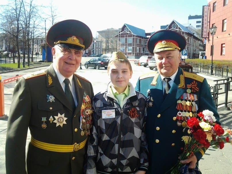 """Второй год вместе с папой участвует Саня Косенко, самый активный пеший волонтёр """"Народного такси"""""""