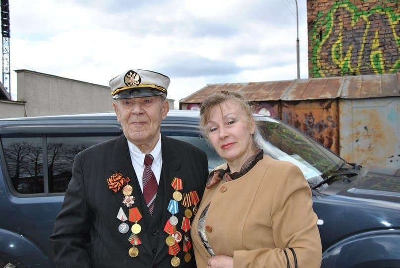 Александр Леонович Торубаров, 89 лет, с дочерью Еленой. Воевал на Курской дуге, получил контузию.